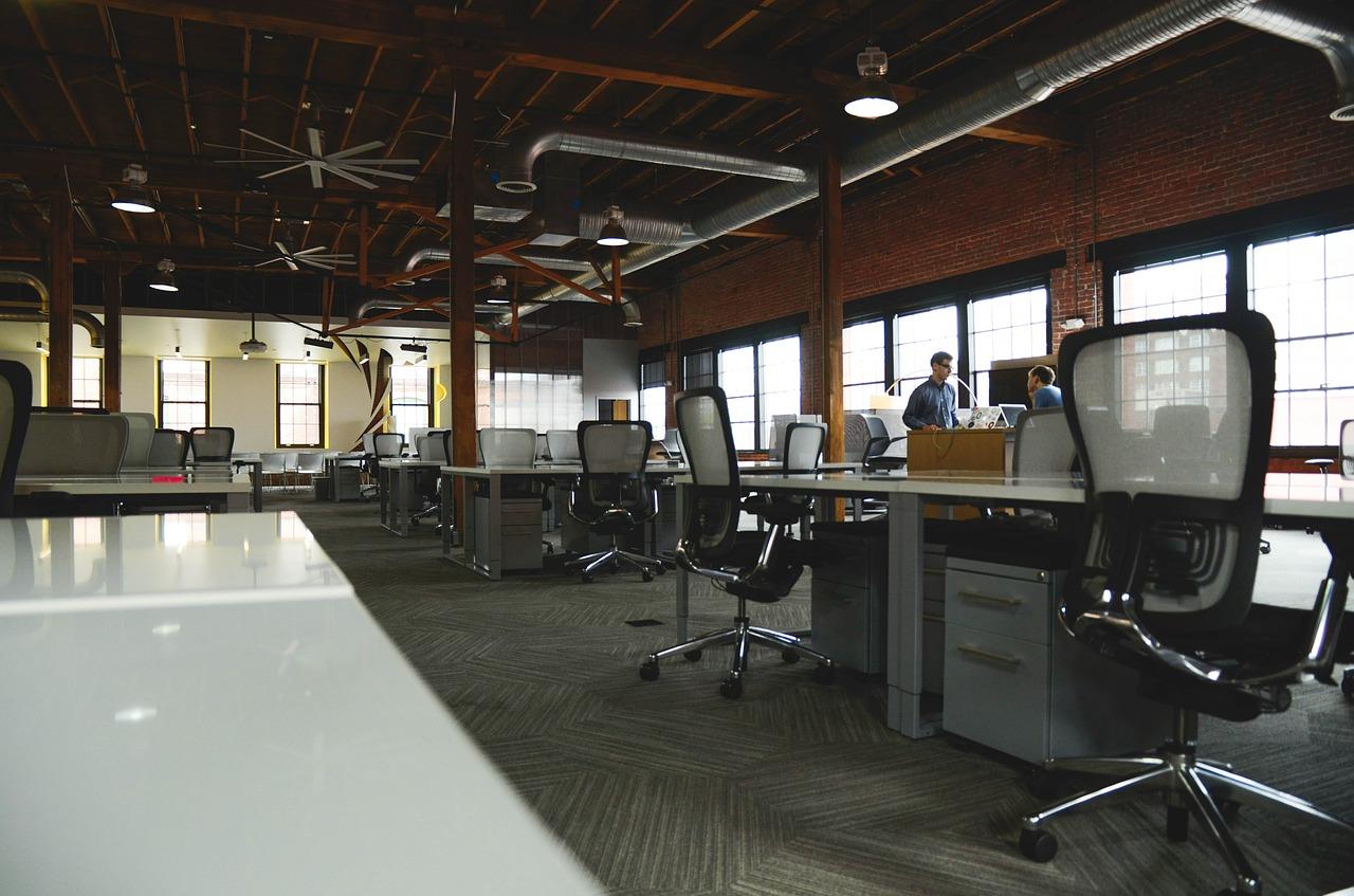 宅建業免許取得には、まず「事務所開設」が必須